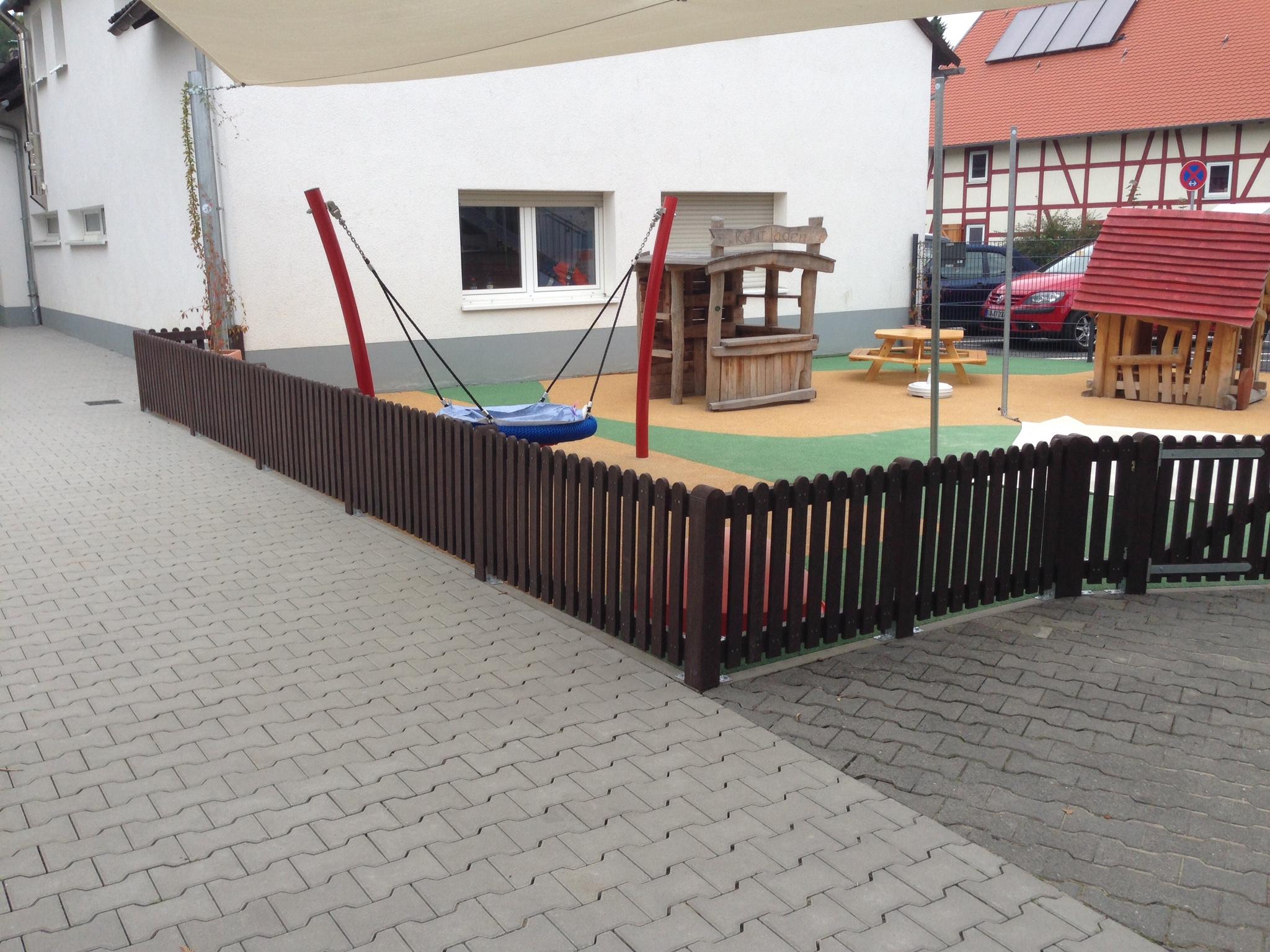 kindergarten zaun aus recyceltem kunststoff schreinerei kevin guckes. Black Bedroom Furniture Sets. Home Design Ideas